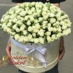 Цилиндр из 51 кустовых роз