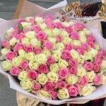 Букет из 101 белых и розовых роз