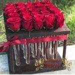 25 роз в колбе