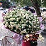 Букет из 101  белых кустовых импортных  роз